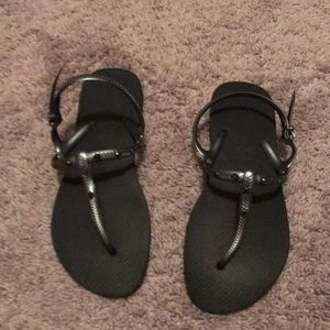 Black Havianas sandals